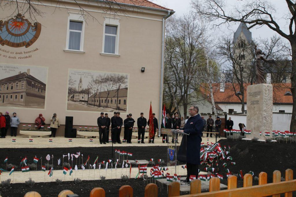 v. Wandraschek Ferenc Antal alpolgármester az előzményekről és a folyamatról tart előadást